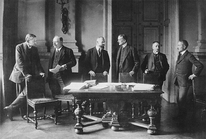 Die deutsche Delegation in Versailles